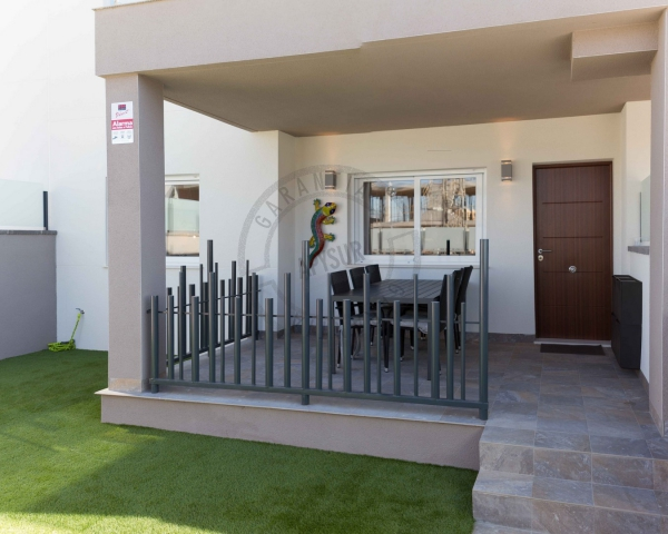 Bungalow - Alquiler temporal - Torrevieja - Sector 25